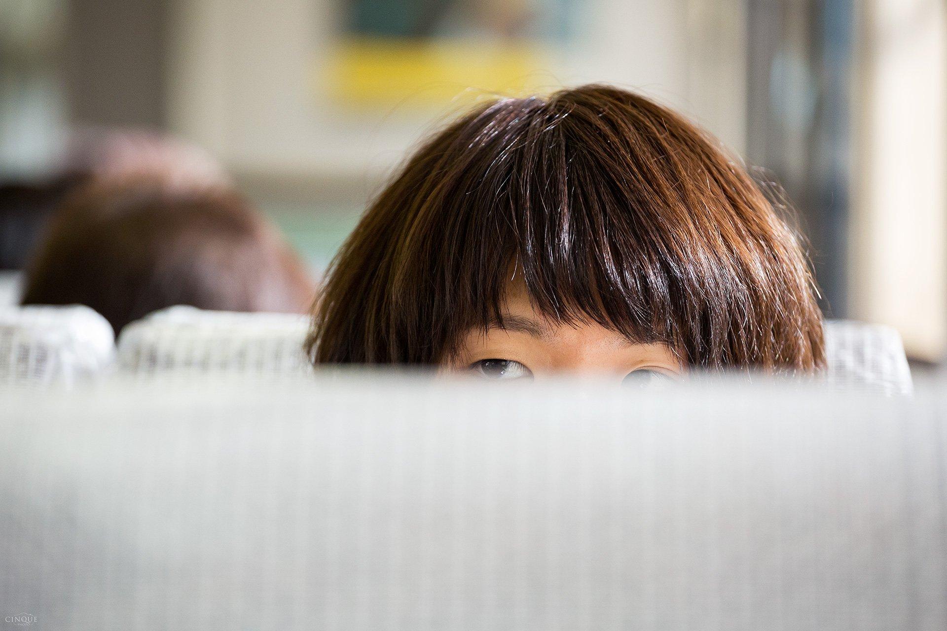 Gli occhi intriganti di una ragazza nei pressi di Kyoto, Giappone