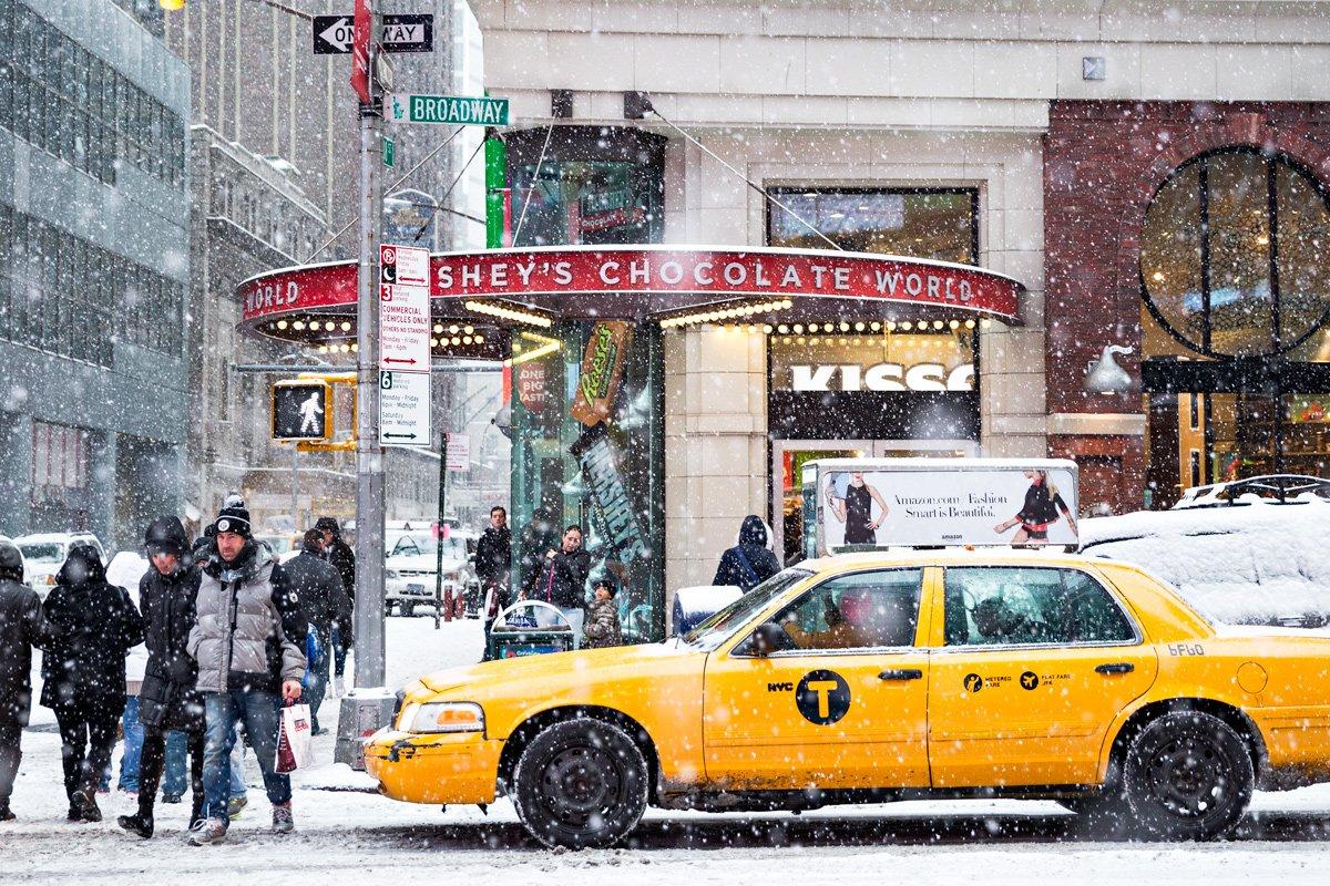 Un taxi a Broadway, New York (Stati uniti d'America)