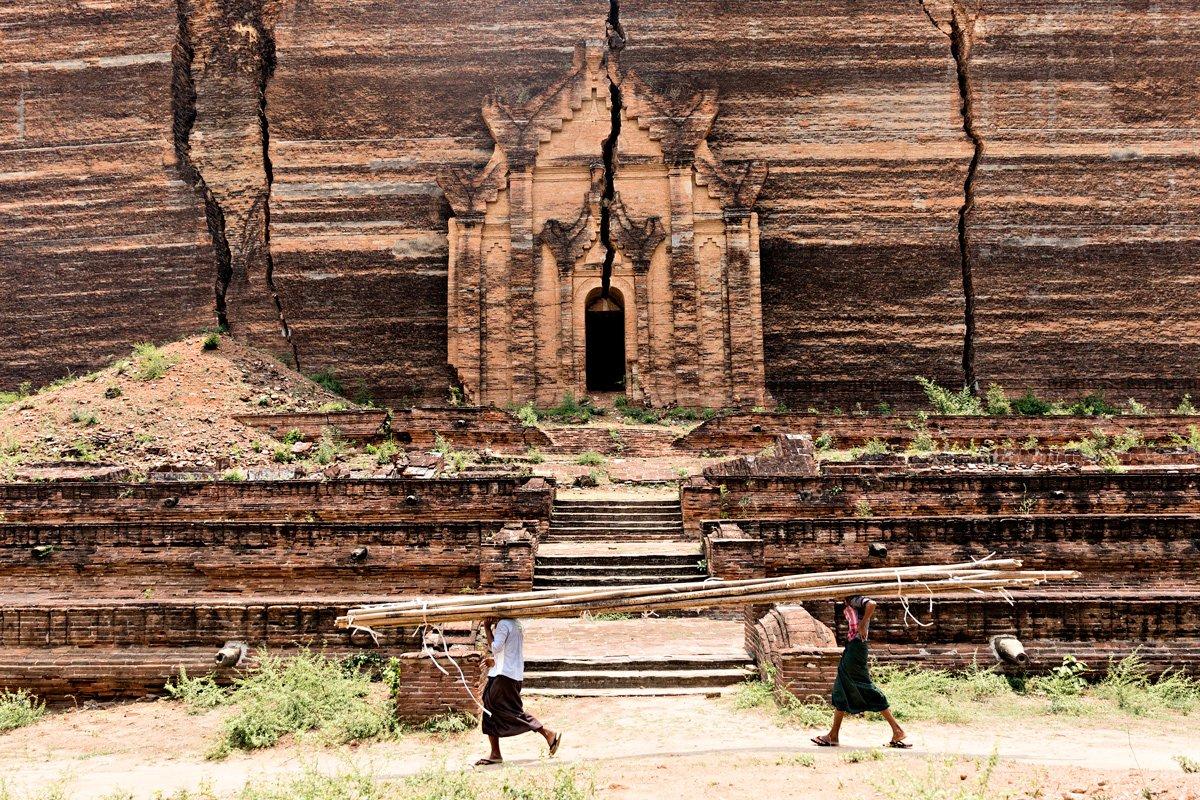 L'enorme tempio di Min Gun, nei pressi di Mandalay