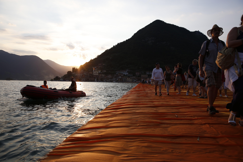Foto non ritoccata con Photoshop dei Floating Piers