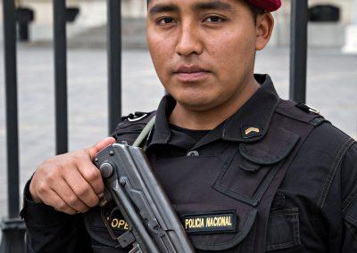 Una guardia di Plaza de Armas, Lima - Perù