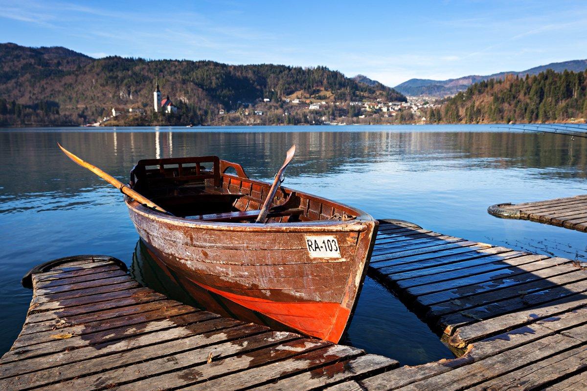 Barca tipica slovena, usata per raggiungere l'isola sul lago di Bled