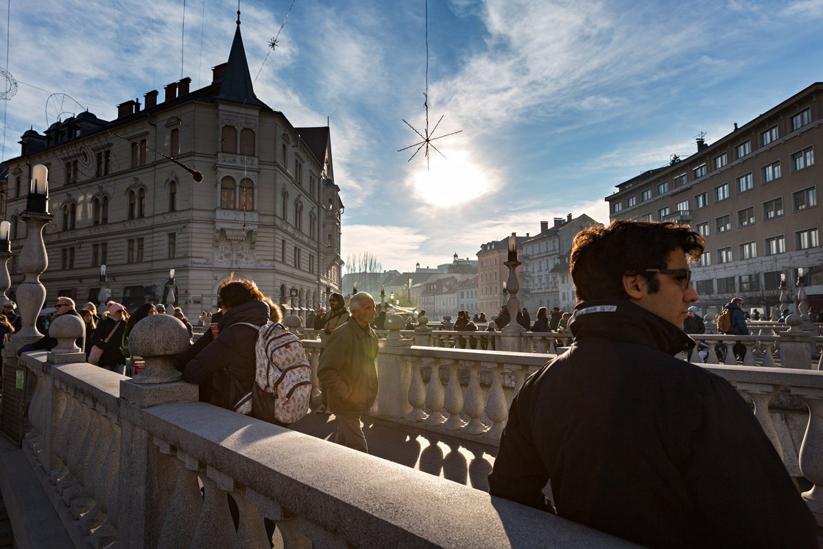 Uno dei ponti sul fiume Ljubljanica, nel centro pedonale di Lubiana, Slovenia