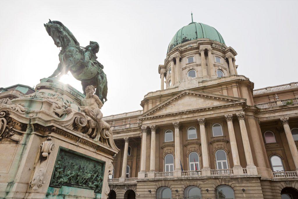 Tramonto sul castello di Budapest