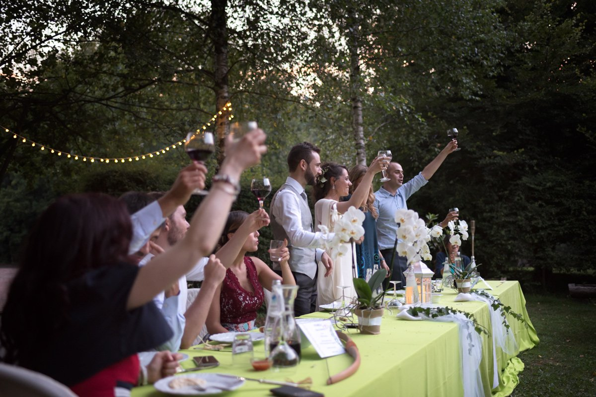 Immagine sposi e ospiti