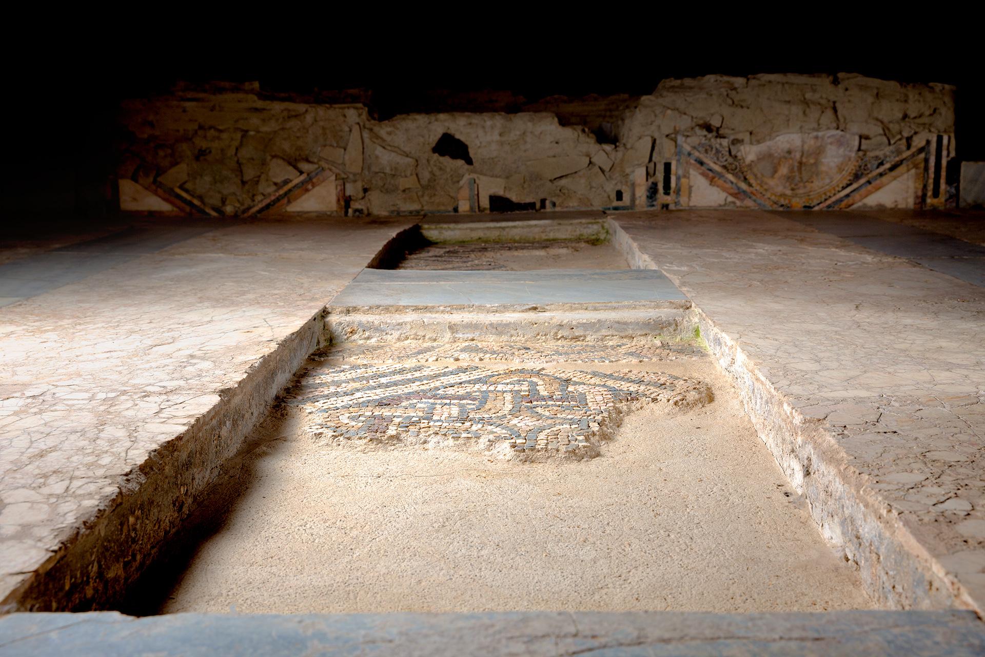 Dettaglio in marmo della Villa di Faragola, Ascoli Satriano